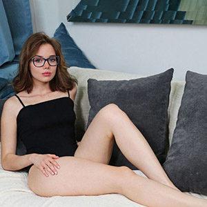 Feery Super Model exklusiv über Escort Wiesbaden für Sexkontakte mit Männerüberschuss 30 min 1 Mann Termin vereinbaren