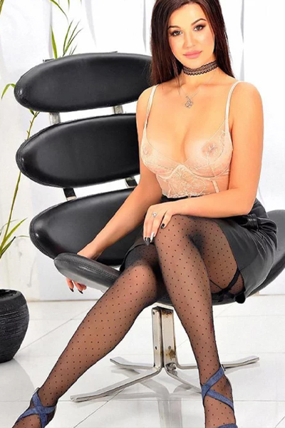 Alesa Stern - Private Model from Aschaffenburg fulfills Egg Licking during Leisure Time Contact