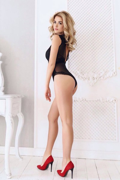 Felicitas - Hot Top Modelle offers intimate Vibrator Games with Travel Companions in Berlin