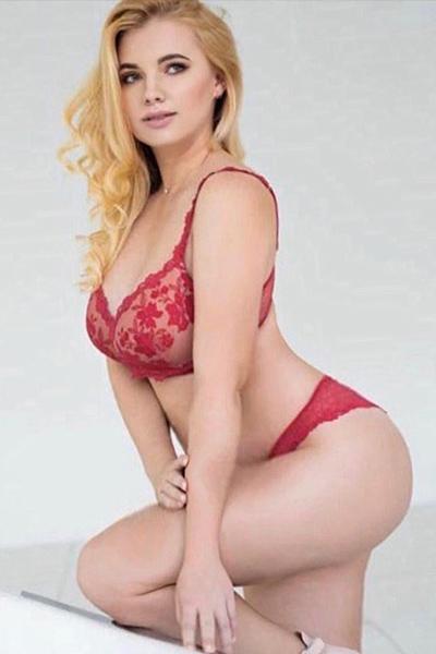 Danika - VIP Dame Frankfurt 75 C Bett Zungenküsse