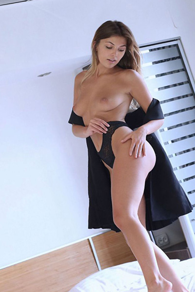 Roberta love servant very pretty about Frankfurt escort for meeting in the apartment with French kisses when sympathetic make an appointment