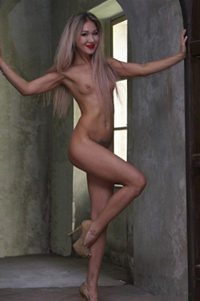 Felia - Escort Frau wendet erotische Massage bei intim Erlebnis in Berlin an