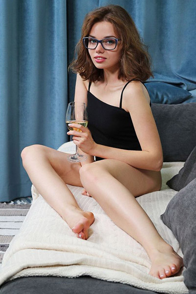 Ferry supermodel exclusively via Escort Wiesbaden for sex contacts with excess men 30 min. 1 man make an appointment