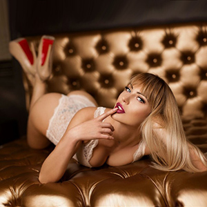 April - Blonde Escort Girls Meet Over Berlin Sex Ad In The City