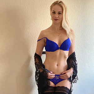 Bella Top - High Class Ladies Wuppertal Aus Europa Callgirls Verzaubert Dich Durch Striptease