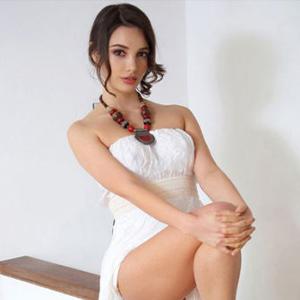 Cordelia - Hobbynutte in Berlin beglückt mit Erotische Massage beim Date