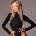Esma - Callgirls in Bonn priorisiert Striptease zum Anheizen für das Erlebnisabenteuer