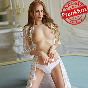 Julia - Fussfetisches High Class Escort Model in FFM liebt verschiedene Sex Rollen