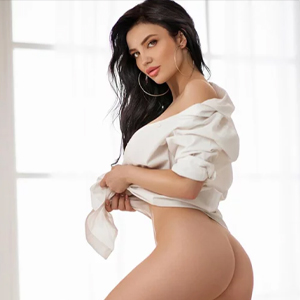 Lika de Lux - Lady in Frankfurt stimulates with a seductive Strip in an erotic Adventure