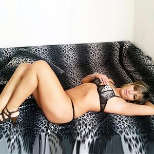 Linda - Dreilochstute bringt dich mit Strippen zum abspritzen im Zimmer