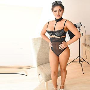 Lusiya - Dreilochstute mit sexy hintern sucht ein Mann im Erotikportal