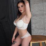 Marcella - Privatmodelle Berlin 19 Jahre Brünett große Titten intim Striptease