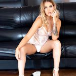 Maya - Escort Hagen NRW blonde Dame in Top Dessous bietet Sex Service für Frauen