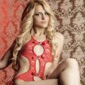 Monica - Teenie Girl mit Sexy Beinausschnnitt bietet Doktorspiele