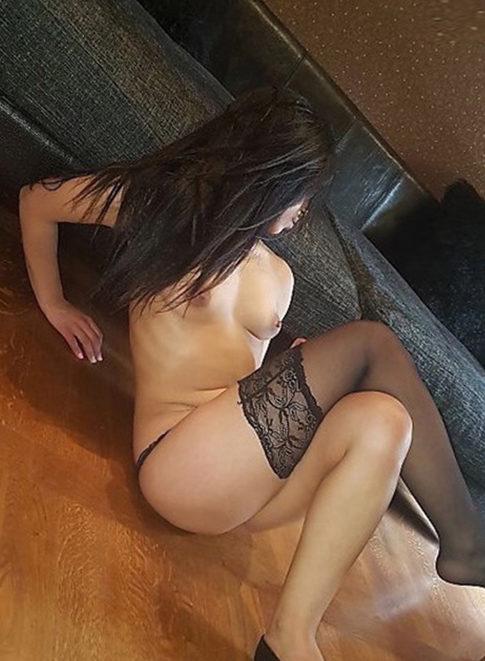 Naomi - Prostituierte Berlin 75 B Doppeldildo Männerüberschuss