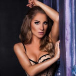Natali Royal - Hobbymodel from the Capital likes a Special Oil Massage with Partner