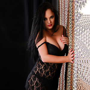 Ornela - Top Escort Girl bietet diskreten Sex Service