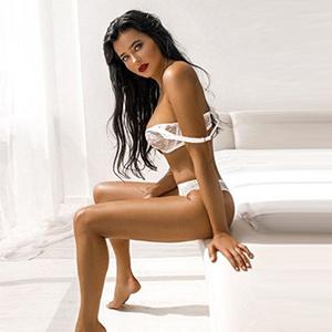 Simone - Escort Köln NRW Rassiges Vollweib in erotischen Dessous