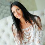 Viagra - Dame aus Potsdam erfreut mit Lesbische Spiele im Bett beim Sex Date