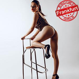 Violetta - Callgirl in Frankfurt bietet Sex bei Haus Hotelbesuche
