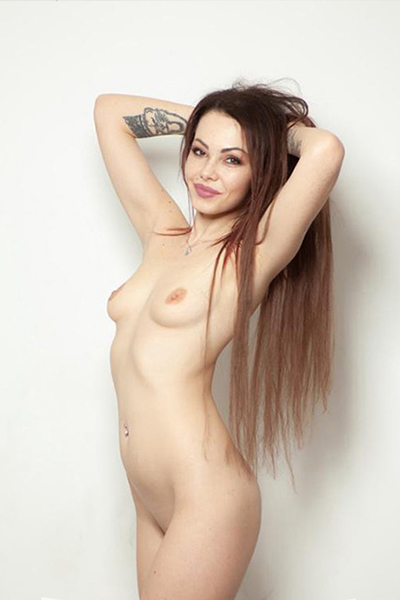 Yves - Bisexual Ladie from Berlin is passionate about Facesitting during Sex Adventures
