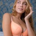 Senna - Bisexual Frankfurt 21 Years Old Rubens Model Kisses With Tongue